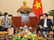 范平明副总理会见新加坡总理公署高级政务部长杨莉明