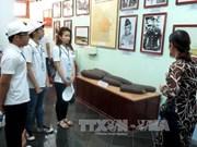 2016年越南夏令营:世界26个国家的越侨青年参观山美遗迹区