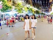 引人注目的越南芒街市商业步行街