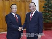 越南政府总理阮春福会见老挝副总理兼财政部长宋迪·隆迪