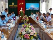 越南广南省劳动联合会与老挝占巴塞省工会联合会签署合作备忘录