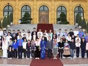 越南国家副主席邓氏玉盛接见老街省民族青少年代表团