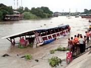 泰国昭披耶河船只撞桥翻覆导致多人死亡