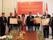 越南向部分德国友人和组织授予友好勋章