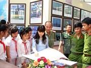 """""""黄沙与长沙归属越南:历史证据和法律依据""""资料图片展在巴地头顿省举行"""