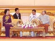 越南国会主席阮氏金银会见缅甸联邦议会议长曼温凯丹