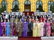 越南国家副主席邓氏玉盛会见旅泰越侨老教师代表团