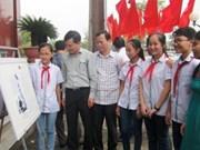 """""""黄沙和长沙群岛归属越南:历史证据和法律依据""""资料图片展在清化省举行"""