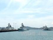 中国海军舰艇编队访问越南庆和省金兰国际港