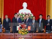 越南公安部部长苏林同白俄罗斯国家安全委员会主席瓦列里•瓦库利奇克举行会谈
