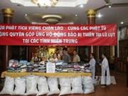 老挝万象佛迹寺佛教信徒捐款帮助越南中部洪水灾民
