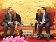 越共中央对外部部长黄平军会见新加坡外长维文