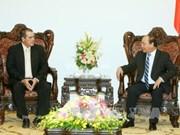 越南政府总理阮春福会见古巴拉丁美洲通讯社社长恩里克·冈萨雷斯