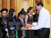 越南国家主席陈大光会见少数民族优秀学生代表