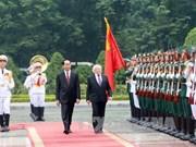 越南国家主席陈大光举行隆重仪式 欢迎爱尔兰共和国总统麦克·希金斯和夫人(组图)