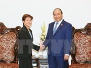 越南政府总理阮春福会见新加坡新任驻越南大使凯瑟琳