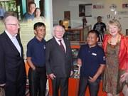爱尔兰共和国总统麦克·希金斯和夫人访问广治省
