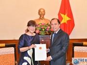 越南向比利时驻河内总领事授予领事认证