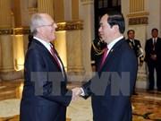 越南国家主席陈大光与秘鲁共和国总统佩德罗举行会谈