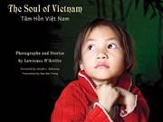 """美国摄影师的""""越南心灵之美""""摄影书亮相河内读者"""