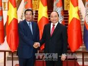 柬埔寨首相洪森开始对越南进行正式访问(组图)