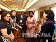 越南国家副主席邓氏玉盛会见前来出席2017年亚太经合组织妇女与经济公私对话的代表