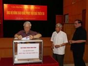 越共办公厅、国会办公厅和政府办公厅为水灾灾民举行募捐活动