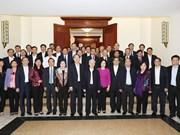 越共中央政治局与河内市委举行工作会谈