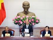 越南政府总理阮春福主持召开政府10月例行会议