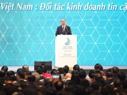 越南政府总理阮春福出席2017年越南商务峰会