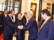 越南政府总理阮春福会见出席2017年APEC领导人会议周的国内外经济集团代表(组图)