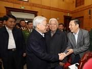 越共中央总书记阮富仲在河内开展接待选民活动(组图)