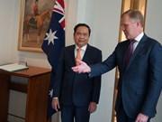 越南祖国阵线中央委员会主席陈青敏对澳大利亚进行访问 (组图)