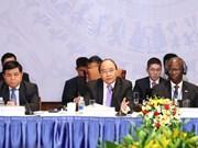 越南政府总理阮春福出席2017年越南发展论坛(组图)