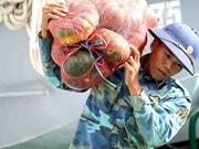 林同省向长沙岛县军民赠送货品(组图)