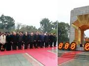 越南党和国家领导人向英烈纪念碑敬献花圈(组图)