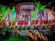 庆祝越南各民族文化日晚会在越南各民族旅游文化村举行(组图)