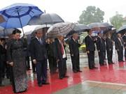 越南党和国家领导人向英雄烈士敬献花圈(组图)