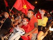 越南全国数万名球迷涌上街头庆祝越南国奥队晋级亚运会半决赛(组图)