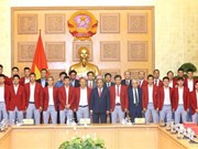 阮春福总理会见参加第18届亚洲运动会的越南体育代表团优秀运动员和教练员(组图)