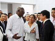 古巴党和政府代表团访问广平省越南古巴友谊医院