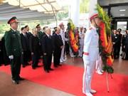 越南党和国家领导向陈大光同志遗体告别(组图)