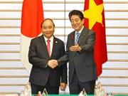 阮春福总理与日本首相安倍晋三举行会谈(组图)