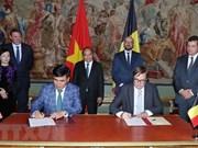 越南政府总理阮春福与比利时首相米歇尔主持联合记者会