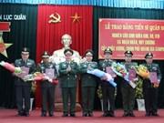 越南陆军学院向柬埔寨皇家军队军官颁发军事博士证书