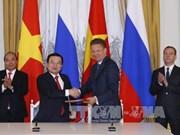 越南政府总理阮春福参观俄罗斯两大天然气和石油公司