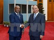 阮春福总理会见莫桑比克交通和通讯部长卡洛斯