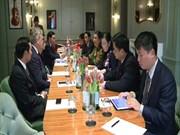 越南国会副主席丛氏放对英国进行访问
