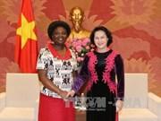 越南国会主席阮氏金银会见世行驻越首席代表维多利亚·克瓦