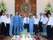 阮春福总理会见美国美世大学医务志愿者